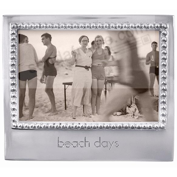 The original BEACH DAYS Statement frame for 6x4 prints crafted by Mariposa®