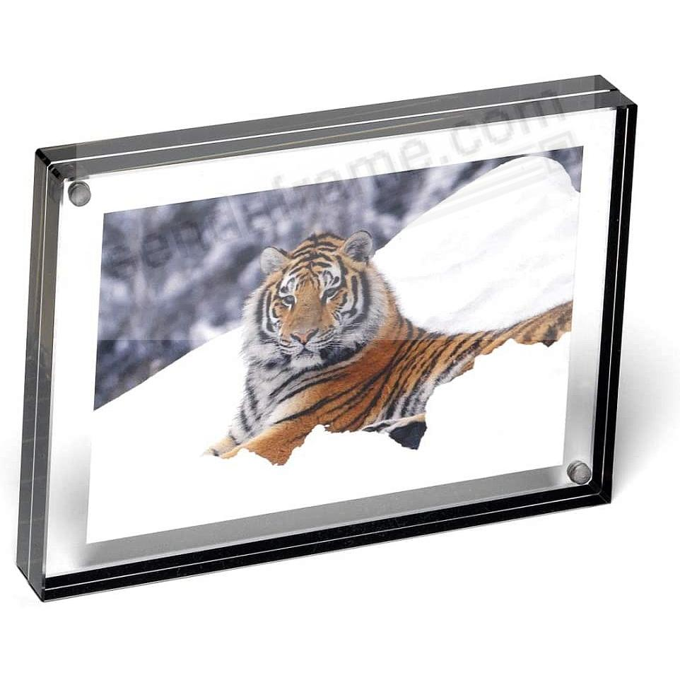 The original acrylic MAGNET FRAME with Graphite Edge by Canetti®