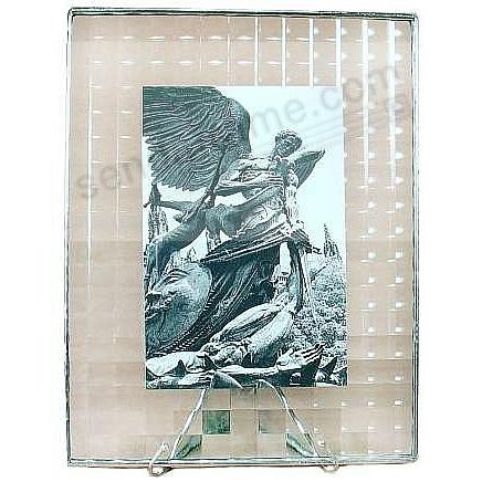 CROSSREED ½-in Pattern Glass Float Frame 5x7/7x9 Silver by Bedford Downing®