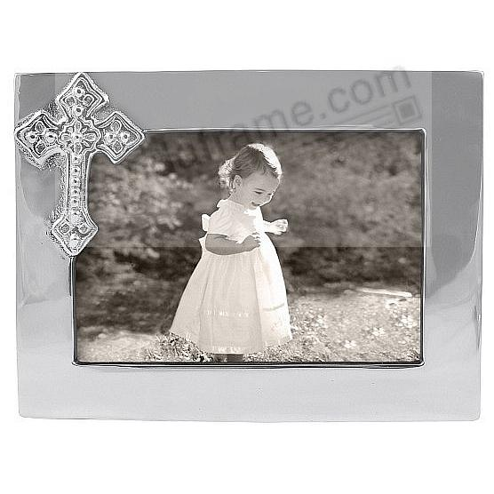 The original CROSS frame for 6x4 photos crafted by Mariposa®