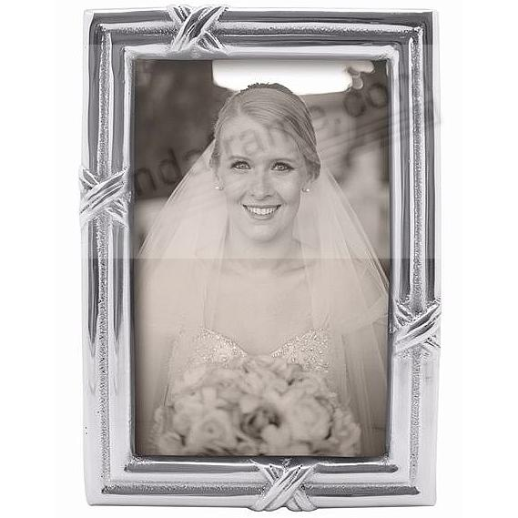 The Mariposa® LOVE KNOT Frame for your 4x6 print