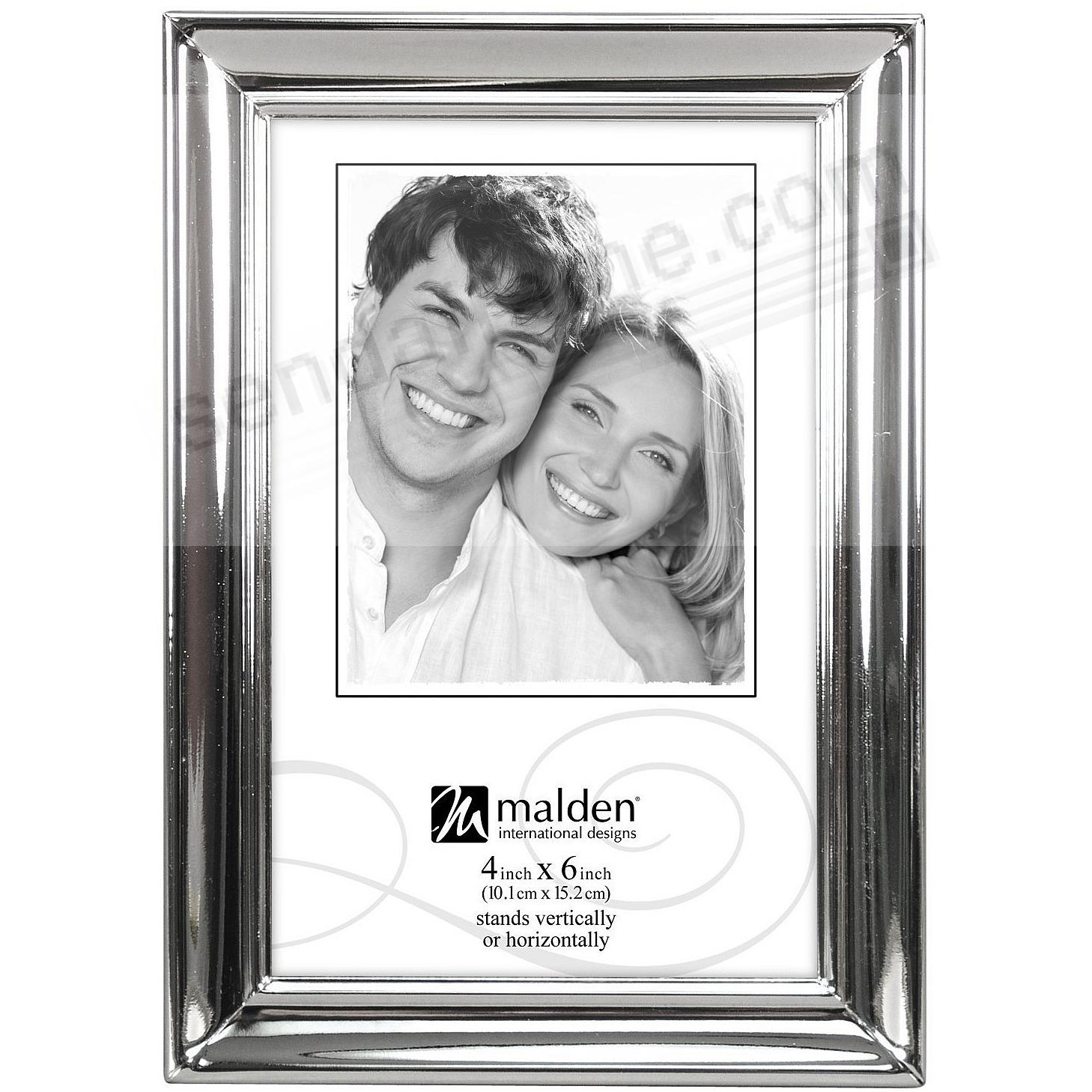 Classic silverplate with stylized lines by Malden®