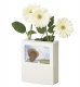FOTOFLORA white ceramic vase frame by Umbra�